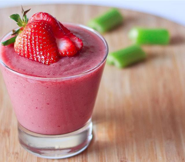 Red Berry Celery Smoothie